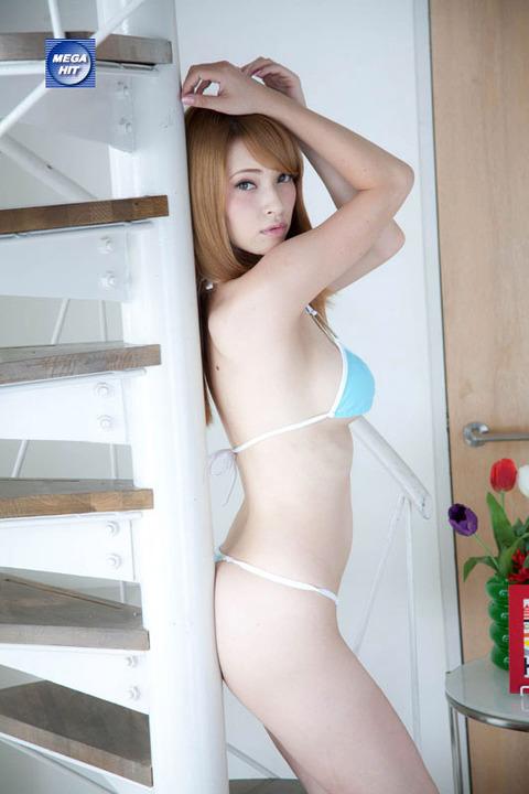 ベルギー出身のHカップ美女のエロい裸体★ティアエロ画像・20枚目の画像