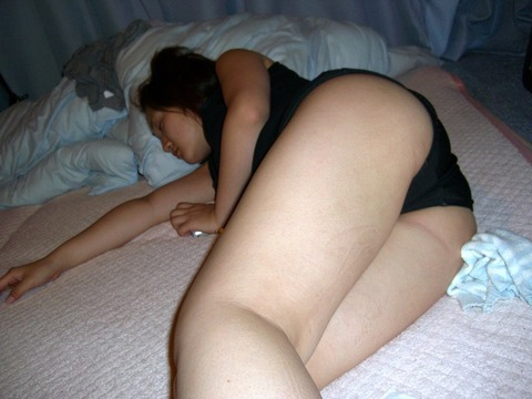 酔っ払った女に悪戯するのってセックスとは違ったわくわくがあるよなwwwww★素人エロ画像・17枚目の画像