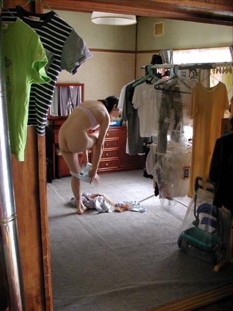 洗濯物画像★エロ目線でしか見れない洗濯物してる素人の奥さま方wwww・13枚目の画像