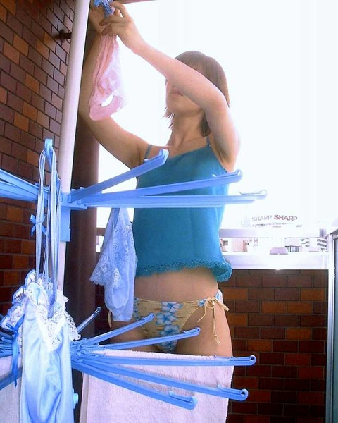 洗濯物画像★エロ目線でしか見れない洗濯物してる素人の奥さま方wwww・10枚目の画像