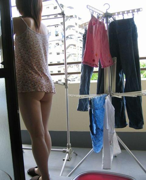 洗濯物画像★エロ目線でしか見れない洗濯物してる素人の奥さま方wwww・18枚目の画像