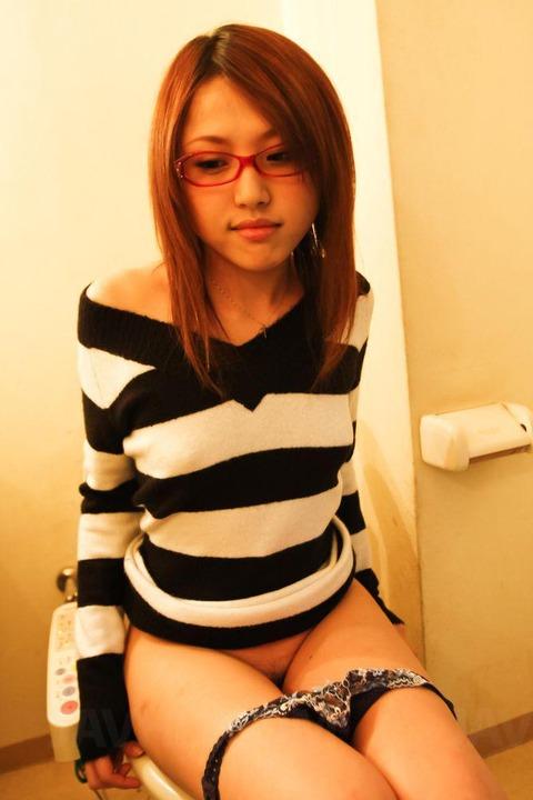メガネっ娘って何でこんなにエロいんだろうwwww★3次元メガネっ娘エロ画像・30枚目の画像