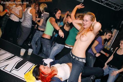 外国のセックスパーティがくっそエロくてテンパったwwwww★外国人セックスエロ画像・20枚目の画像