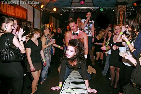 外国のセックスパーティがくっそエロくてテンパったwwwww★外国人セックスエロ画像・22枚目の画像