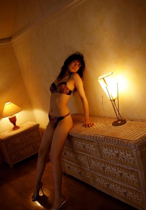 モデルからAV転向しちゃった岬リサの丸裸エロ画像・26枚目の画像