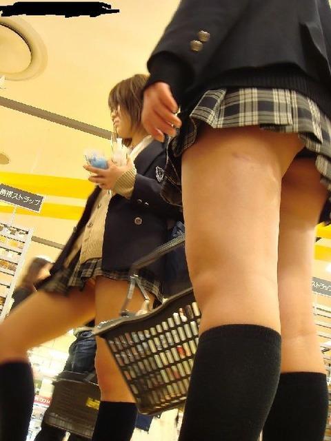 日常生活でも生脚がクソエロいJKwwwww★JK生脚エロ画像・15枚目の画像