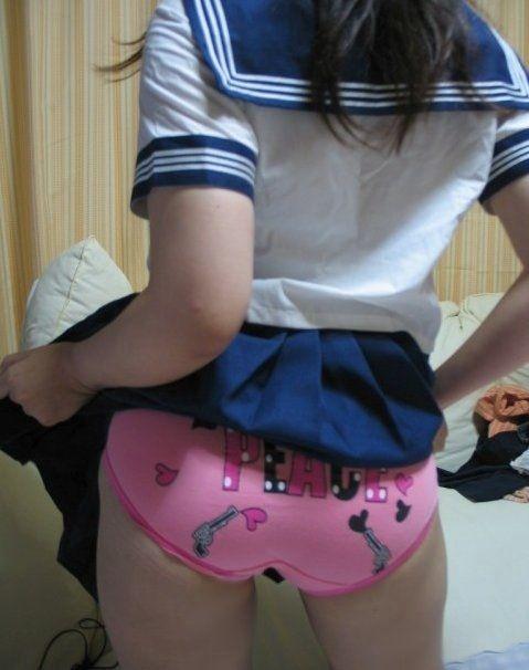 子供用のパンツ履いてる大人の女の絵ってマジ萌えるwwww★子供パンツエロ画像・2枚目の画像