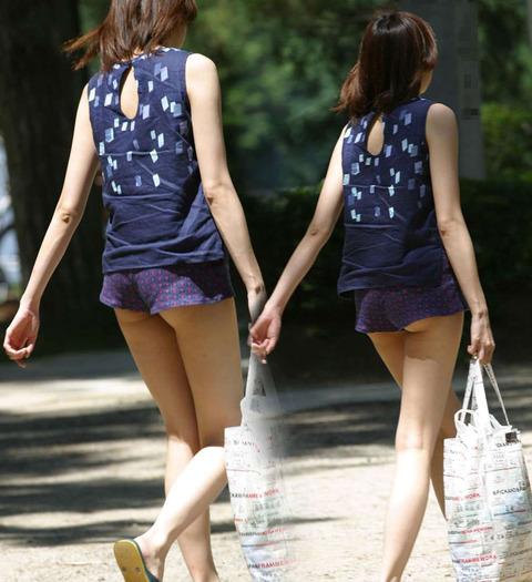 ケツをハミ散らかしながら歩く若いお姉さんの街撮りwwwww★素人街撮りエロ画像・26枚目の画像