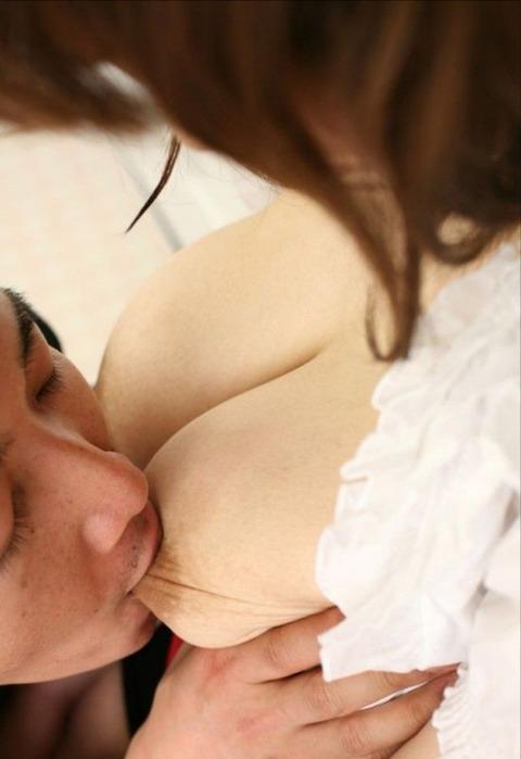 SEX中におっぱいを集中して攻撃するとこんな表情になるwwwww★乳首舐めエロ画像・30枚目の画像