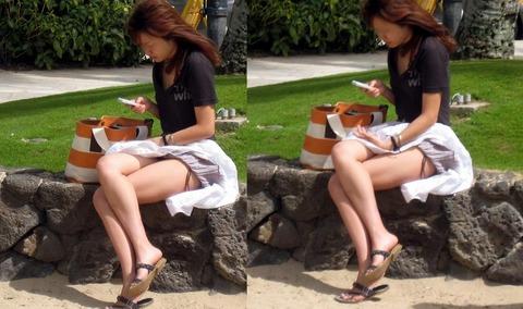 神風でスカートの中が丸見えwwwww★素人パンチラエロ画像・9枚目の画像