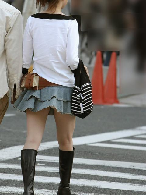 神風でスカートの中が丸見えwwwww★素人パンチラエロ画像・40枚目の画像