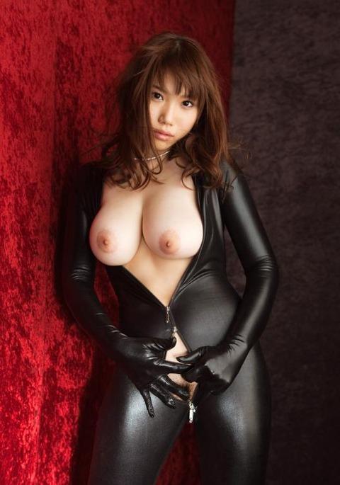 女捜査官のライダースーツと鉄砲の組み合わせが地味に良いwwww★捜査官エロ画像・38枚目の画像
