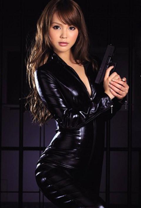 女捜査官のライダースーツと鉄砲の組み合わせが地味に良いwwww★捜査官エロ画像・53枚目の画像