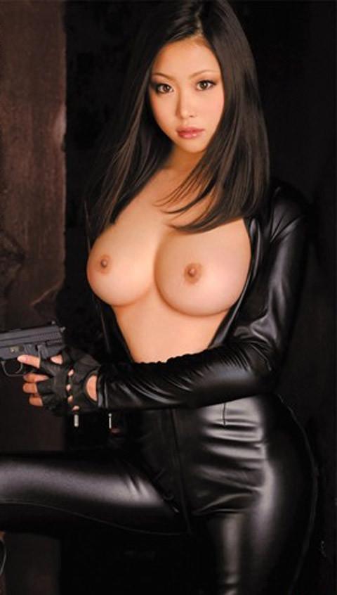 女捜査官のライダースーツと鉄砲の組み合わせが地味に良いwwww★捜査官エロ画像・19枚目の画像