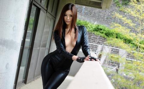 女捜査官のライダースーツと鉄砲の組み合わせが地味に良いwwww★捜査官エロ画像・11枚目の画像