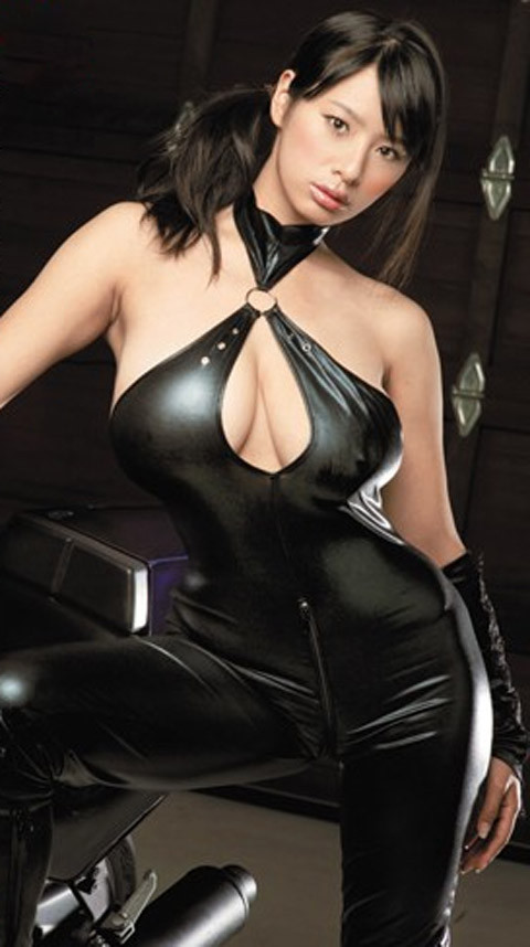 女捜査官のライダースーツと鉄砲の組み合わせが地味に良いwwww★捜査官エロ画像・4枚目の画像