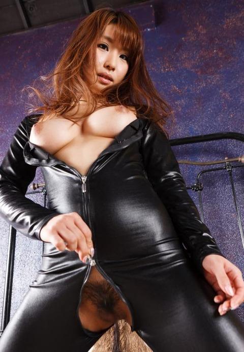 女捜査官のライダースーツと鉄砲の組み合わせが地味に良いwwww★捜査官エロ画像・2枚目の画像