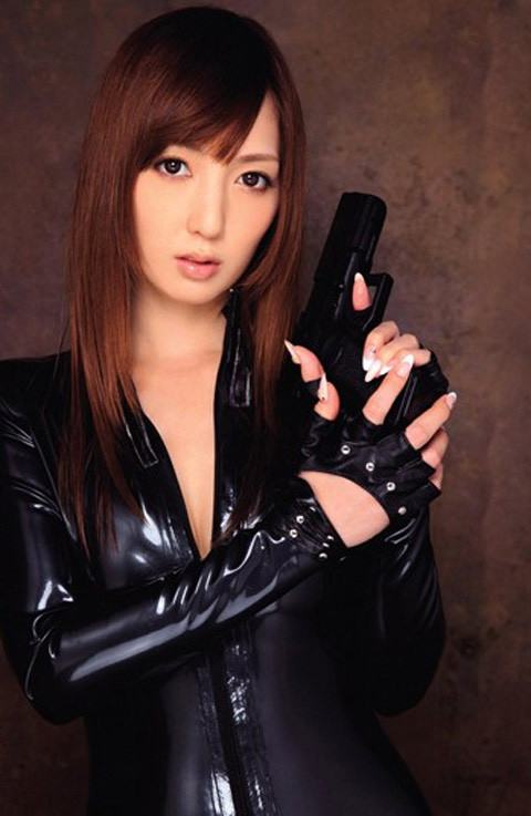 女捜査官のライダースーツと鉄砲の組み合わせが地味に良いwwww★捜査官エロ画像・44枚目の画像