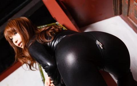 女捜査官のライダースーツと鉄砲の組み合わせが地味に良いwwww★捜査官エロ画像・35枚目の画像