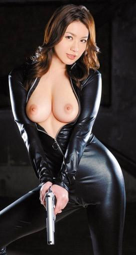女捜査官のライダースーツと鉄砲の組み合わせが地味に良いwwww★捜査官エロ画像・43枚目の画像