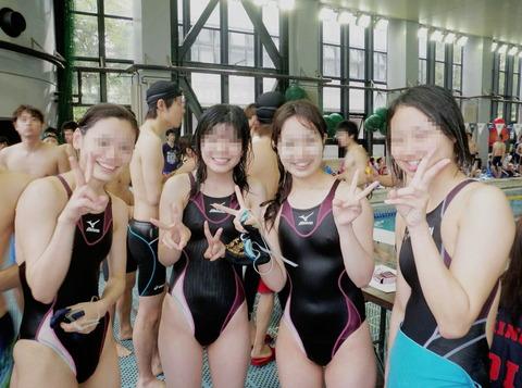競泳水着姿の皆さん!乳首からマン筋までくっきり映っちゃってますがwwwww★競泳水着エロ画像・1枚目の画像