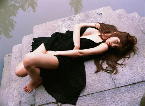 中山恵とかいうやたらに美脚でおっぱいを出したがるグラドルwwwww★中山恵エロ画像・11枚目の画像