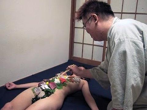 一度はやりたい女体盛りやわかめ酒★大人の遊びエロ画像・25枚目の画像