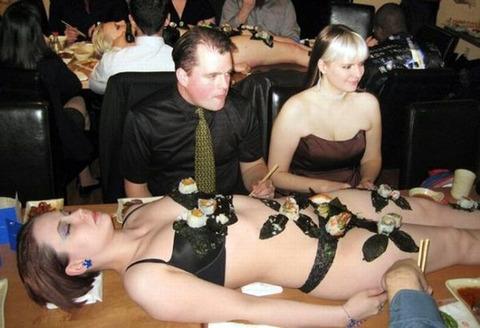 一度はやりたい女体盛りやわかめ酒★大人の遊びエロ画像・35枚目の画像