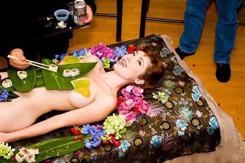 一度はやりたい女体盛りやわかめ酒★大人の遊びエロ画像・29枚目の画像