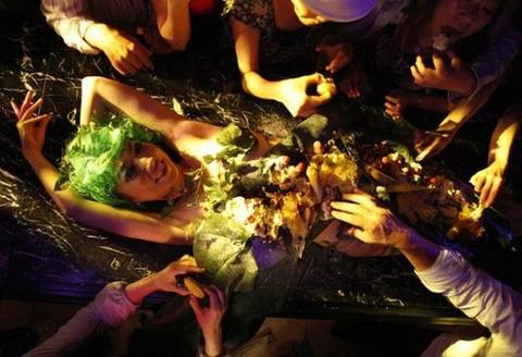 一度はやりたい女体盛りやわかめ酒★大人の遊びエロ画像・32枚目の画像