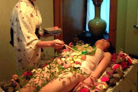 一度はやりたい女体盛りやわかめ酒★大人の遊びエロ画像・31枚目の画像