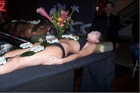 一度はやりたい女体盛りやわかめ酒★大人の遊びエロ画像・26枚目の画像