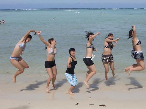水着姿でテンション上がって悪ふざけしてる素人wwwww★素人水着エロ画像・18枚目の画像
