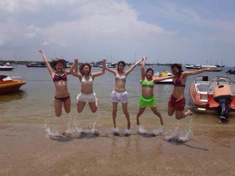 水着姿でテンション上がって悪ふざけしてる素人wwwww★素人水着エロ画像・17枚目の画像
