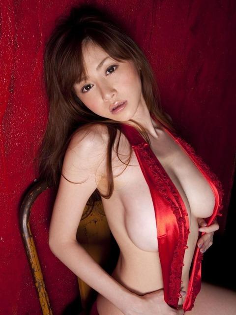 【新春】Gカップの驚異!!過激すぎる杉原杏璃のグラビア画像wwこれガチでエロい・46枚目の画像