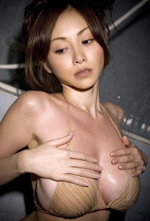 【新春】Gカップの驚異!!過激すぎる杉原杏璃のグラビア画像wwこれガチでエロい・27枚目の画像