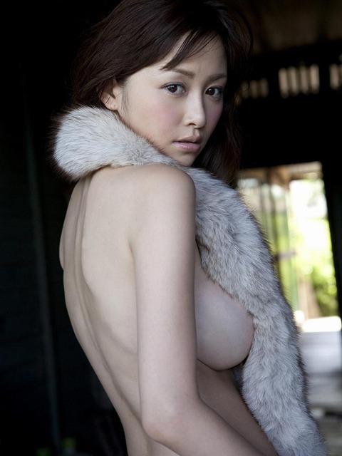 【新春】Gカップの驚異!!過激すぎる杉原杏璃のグラビア画像wwこれガチでエロい・9枚目の画像