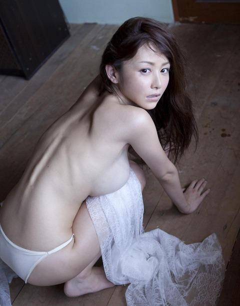 【新春】Gカップの驚異!!過激すぎる杉原杏璃のグラビア画像wwこれガチでエロい・38枚目の画像