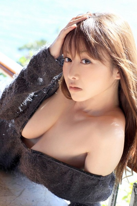 【新春】Gカップの驚異!!過激すぎる杉原杏璃のグラビア画像wwこれガチでエロい・45枚目の画像