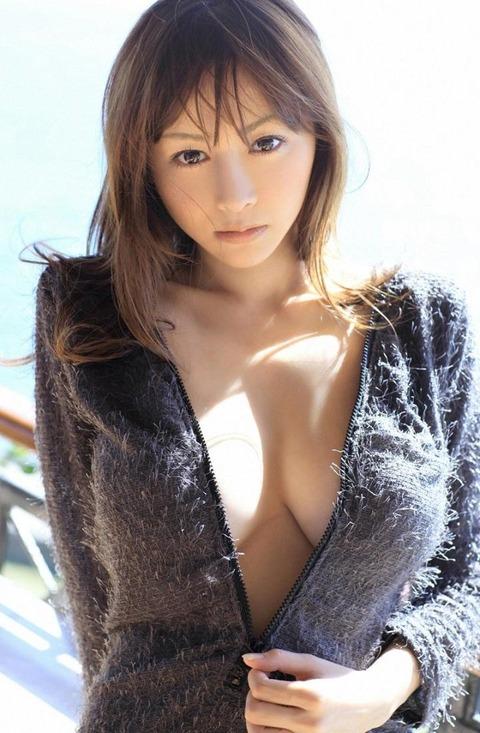 【新春】Gカップの驚異!!過激すぎる杉原杏璃のグラビア画像wwこれガチでエロい・10枚目の画像