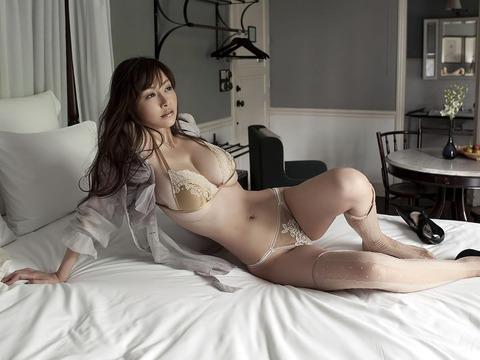 【新春】Gカップの驚異!!過激すぎる杉原杏璃のグラビア画像wwこれガチでエロい・8枚目の画像