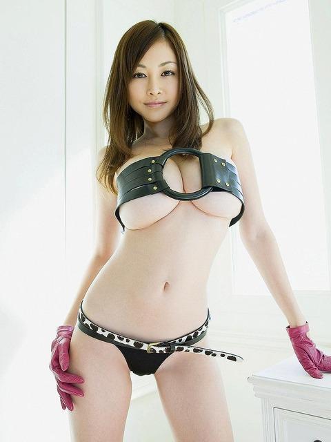 【新春】Gカップの驚異!!過激すぎる杉原杏璃のグラビア画像wwこれガチでエロい・16枚目の画像