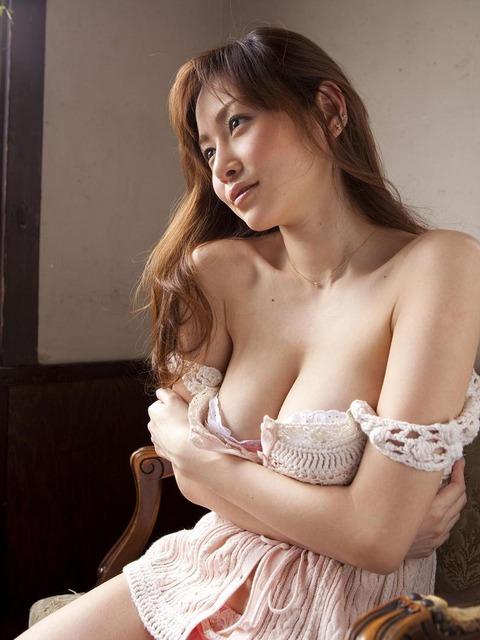 【新春】Gカップの驚異!!過激すぎる杉原杏璃のグラビア画像wwこれガチでエロい・19枚目の画像
