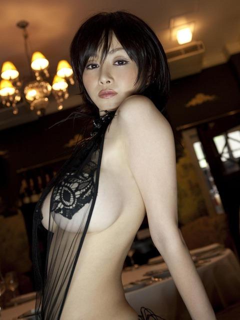 【新春】Gカップの驚異!!過激すぎる杉原杏璃のグラビア画像wwこれガチでエロい・26枚目の画像