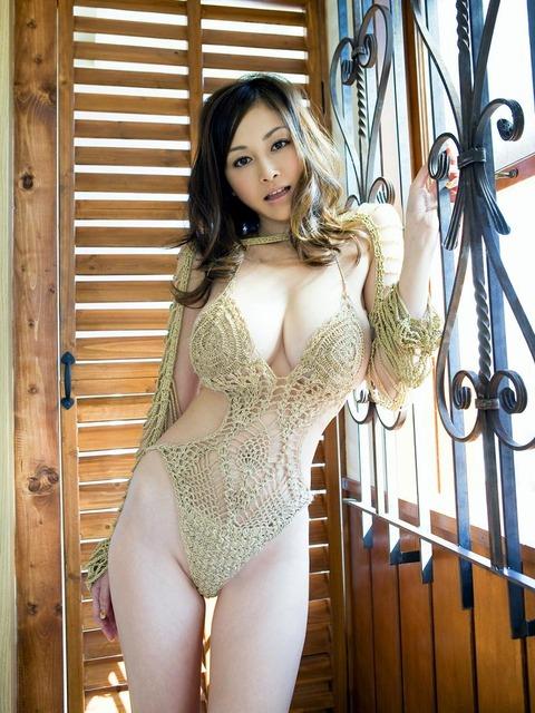 【新春】Gカップの驚異!!過激すぎる杉原杏璃のグラビア画像wwこれガチでエロい・30枚目の画像