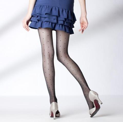 足コキされたら3秒でイキそうな美脚に黒ストを履かせてみた結果wwww★黒ストエロ画像・25枚目の画像