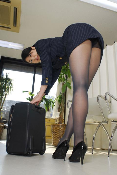 足コキされたら3秒でイキそうな美脚に黒ストを履かせてみた結果wwww★黒ストエロ画像・35枚目の画像