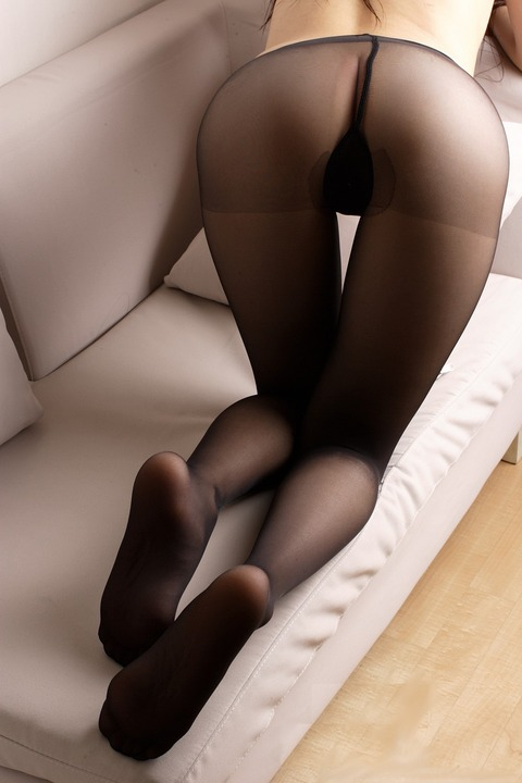 足コキされたら3秒でイキそうな美脚に黒ストを履かせてみた結果wwww★黒ストエロ画像・37枚目の画像