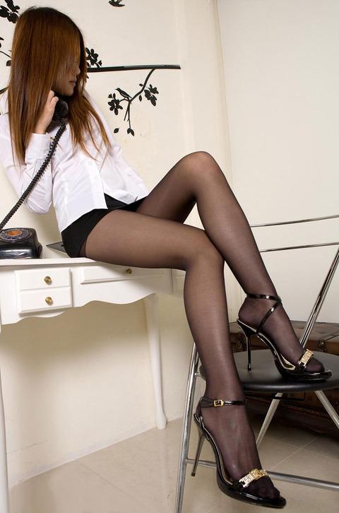 足コキされたら3秒でイキそうな美脚に黒ストを履かせてみた結果wwww★黒ストエロ画像・34枚目の画像