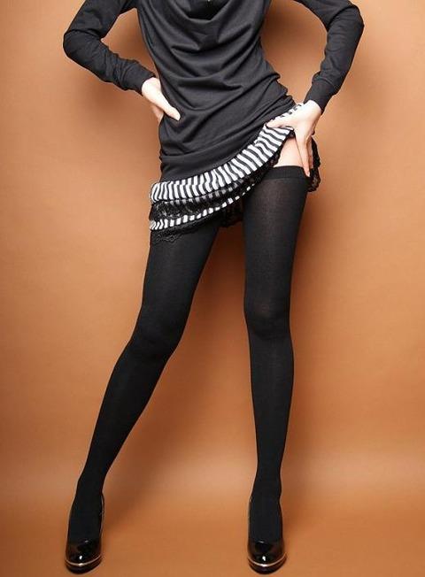 足コキされたら3秒でイキそうな美脚に黒ストを履かせてみた結果wwww★黒ストエロ画像・24枚目の画像
